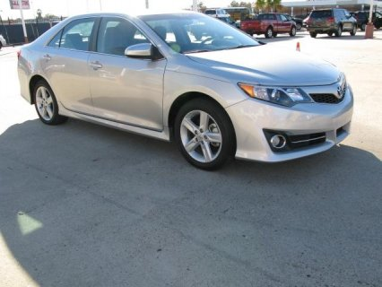 Selling My 2012 Toyota Camry SE