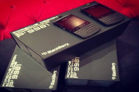 New BlackBerry P9981 Porsche Design With Special Pin