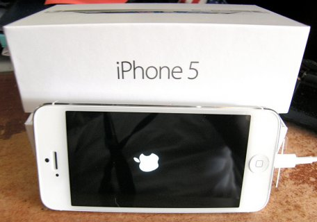 Selling New Apple iPhone 5 64GB  Apple iPhone 5 32GB