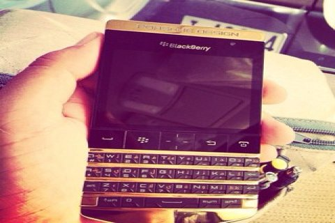 صور Bb Porsche Design with Arabic keyboard And Vip pin (2000 AED) 1