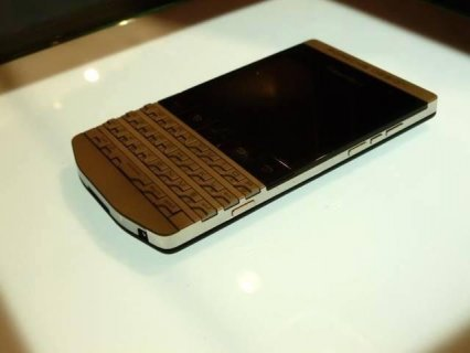 Blackberry Porsche Design Gold P9981