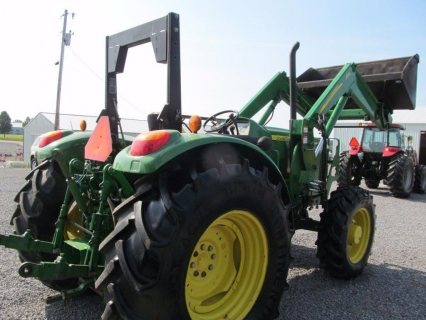 صور $John Deere 6230 Diesel Tractor 4 X 4 With ROPS & Loader 85% Tire 3