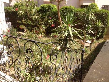 شقة ارضي 210م بكامبوند راقي بأكتوبر مع حديقة خاصة 100م