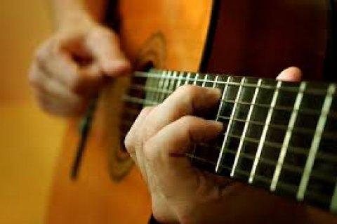 مطلوب جرو جيرمن أو جولدن أو بوكسر للبدل بجيتار كلاسك