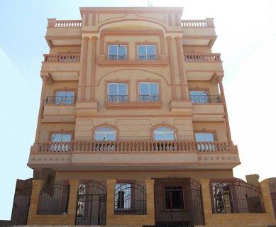 شقة 155م بمدينة الشروق امام كمبوند حسن علام وطريق السويس ومدينتى