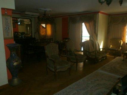 شقة 230م للبيع متفرعة من شارع أحمد فخري بمدينة نصر