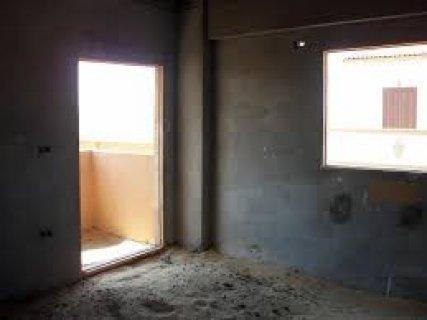 شقه للبيع بغرب الجولف 250 م فيو على حديقه 3 نوم 3 حمام 4 قطع ريس