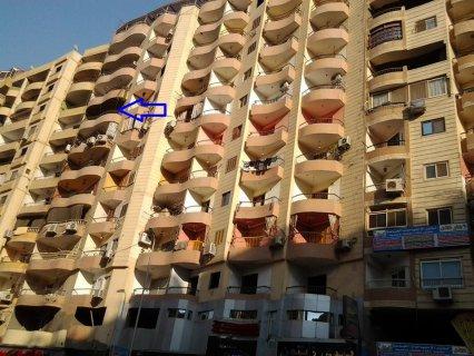 شقه 200م موقع مميز جداا شارع فيصل الرئيسى 3نوم،2حمام،2مصعد