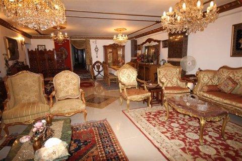 شقة فاخرة  250م بحى السفارات