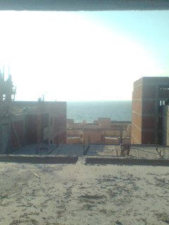 شقه بموقع مميز 3 نمره من البحر برج مرخص من المالك مباشرة بالصور