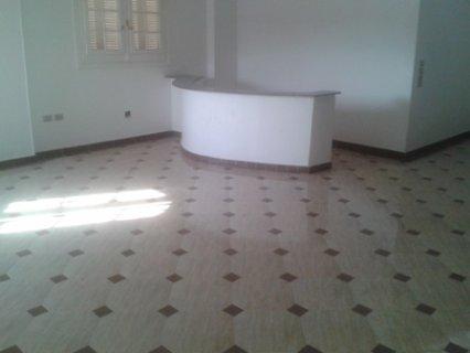 شقه للايجار في الحى التاني مساحه 300متر تتكون من 3غرف و 3حمام ور