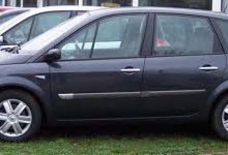 سيارة رائعة رينو سينيك موديل 2005