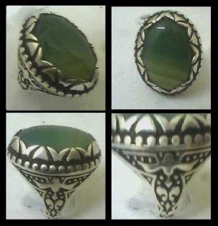 للبيع خاتم فارسى قديم  من العقيق الأصفهانى