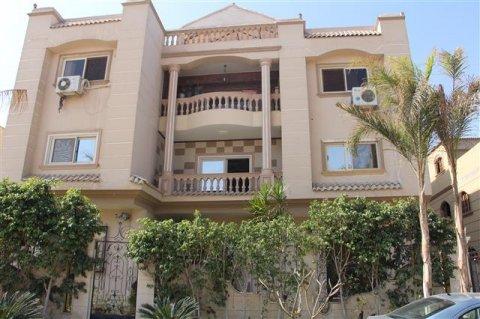 شقة 150م بالحى السابع مدينة العبور