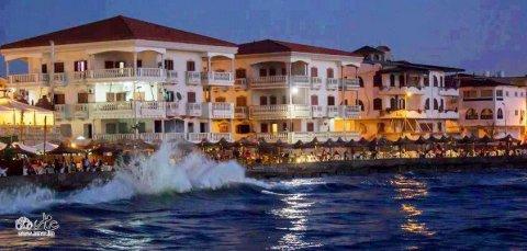 - شقة  براس البر 70م على البحر مباشرة