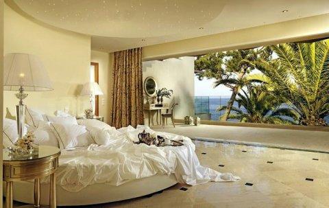 غرفتين فالسخنه على البحر بقريه جميله بطريق الزعفرانه