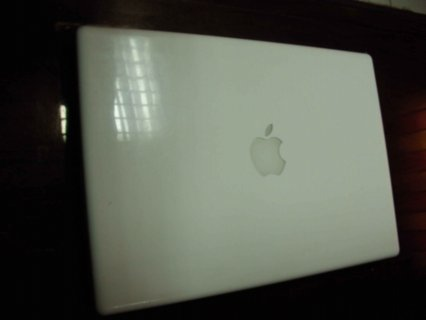 صور Apple Macbook Laptop 1