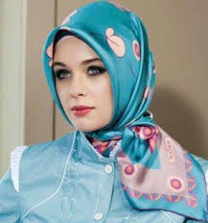 انا فتاة مصرية عمري19السنة طالبة ارغب بالارتباط الجاد