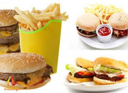 مـــطعم مشهور بشارع فيصل يطلب شباب وجبات سريعة