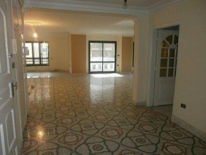 شقة    300م سوبر لوكس للإيجار بين عباس و مكرم بمدينة نصر