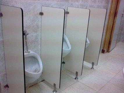 قواطيع حمامات وفواصل وترابيزات وتراشات كومباكت HPL