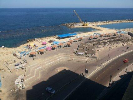 شقة مفروش على البحر رأسا أمام بير مسعود فيو رائع من فينوس-*-