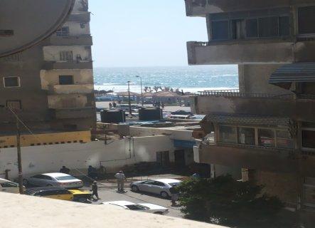 شقة مفروشة ترى البحر بجوار رمادا فرش جديد/