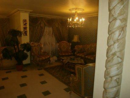 شقة 175م  للبيع بإمتداد مكرم عبيد و بالقرب من السراج مول بمدينة