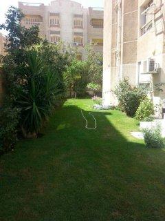 شقة ارضى بحديقة للبيع بكمباوند