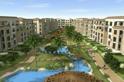 شقة بقدم15% مساحة 155م أرضى بأرقى كمبوند فى القاهرة الجديدة