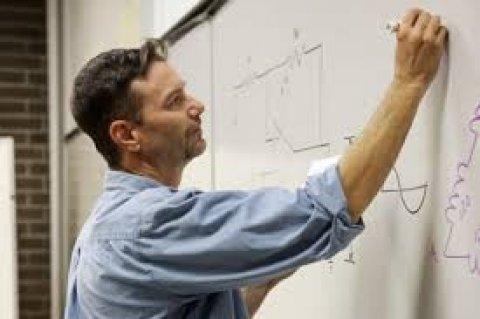 مطلوب لمجموعة مدارس بالمملكة السعودية مدرسين فيزياء / كمياء