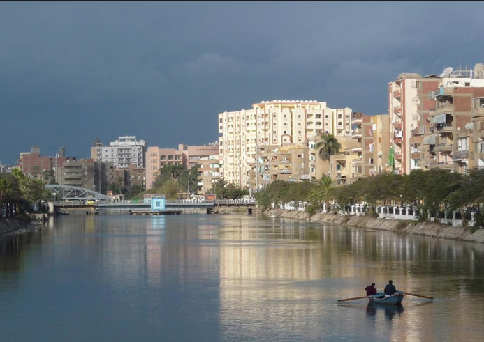 شقة للبيع فى شبين الكوم  180 م علي شارع رئيسي وتطل علي البحر