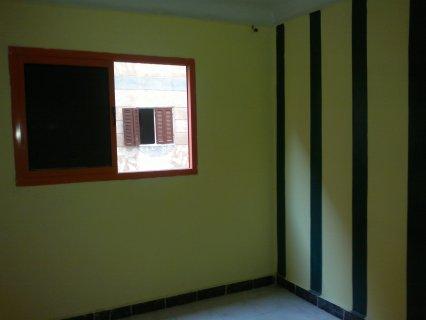 شقة 80م 3 غرف علي الشارع دقيقتين من شـ45 تشطيب س. لوكس