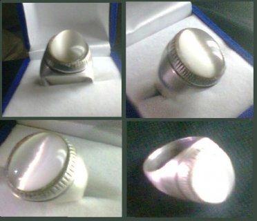 للبيع خاتم من حجر moon stone
