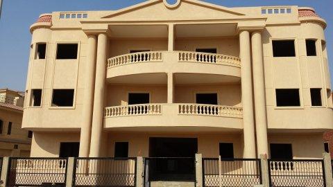 شقة بالياسمين3 مساحة 290م استلام فورى موقع متميز