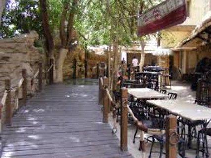 للمطاعم امام نادي المعادي مباشرة 400م للايجارindoor+outdoor رخصة