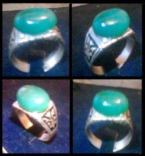 للبيع خاتم قديم من الزمرد