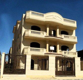 شقة بفيلا 225م لمحبي السكن الراقي بالشروق فوري