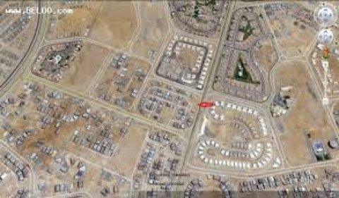 قطعة ارض للبيع بالقاهرة الجديدة بشرق اﻻكاديمية بموقع متميز740م