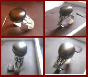 للبيع خاتم ياقوت قديم  كان يخص جماعة الكابالا اليهوديه