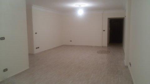 شقة للإيجار بستانلى مساحتها 185 م .. غير مجروحة.. تشطيب ألترا سو