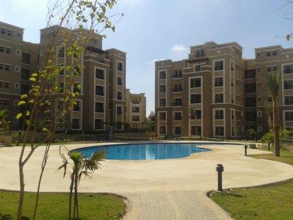 شقة للبيع 3 غرف تري حمام السباحة و حدائق استلام فوري بالتجمع