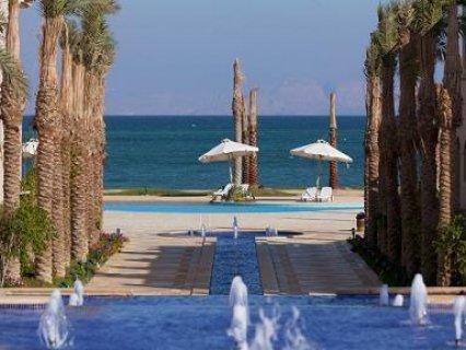 شاليه للبيع 112م بالقرب من بورتو السخنة ع حمام السباحة بمقدم 15%