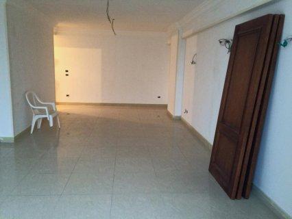 شقة للبيع بموقع متميز بسيدي جابر مرخصة