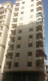 شقة للبيع على شارع البندارى بمنطقة الاستاد