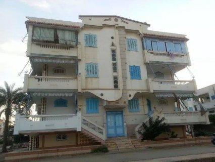 شقة بحرى شرقى ناصية على شارعيين رئيسيين