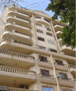 شقة للبيع بشارع سعيد بالدور السادس بمساحة 120 مترسوبر لوكس