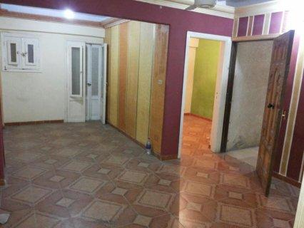 شقة لقطة بعلى بشارع البساتين متفرع من على مبارك