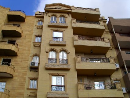 شقة 195م       بموقع مميز    للغاية بالحى التانى بأكتوبر