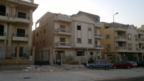 شقة بيع بغرب اربيلا دور ارضي بحديقه مساحة165متر 25متر حديقه 3نوم